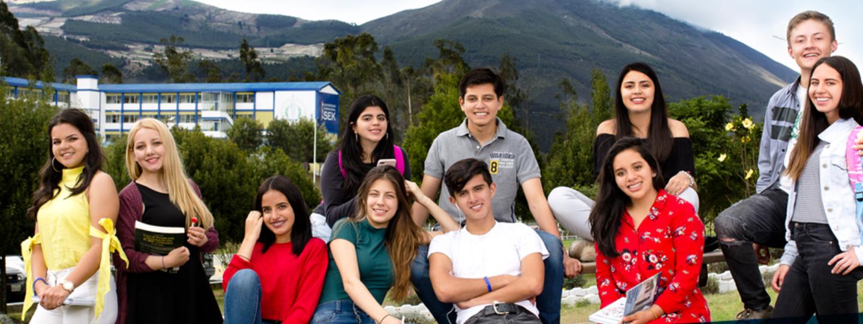 Grupo de estudiantes USEK Ecuador